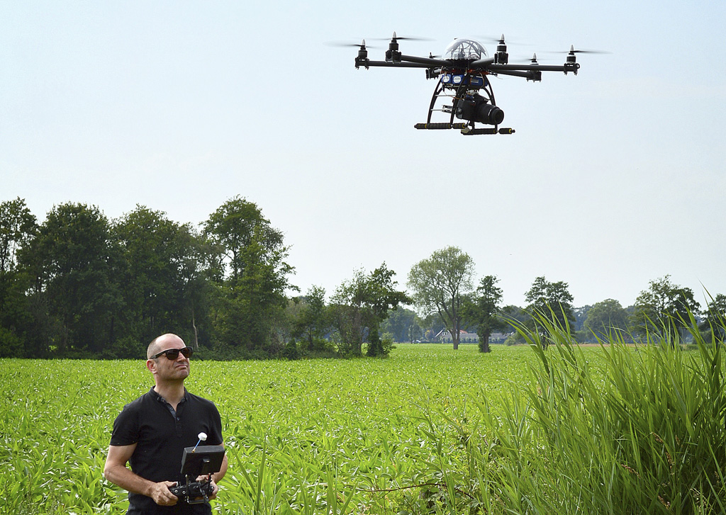 Eric Brinkhorst with hexacopter and DSLR camera