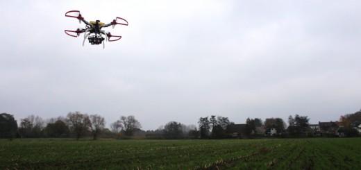 drone boven een akkertje, hier mag ie vliegen